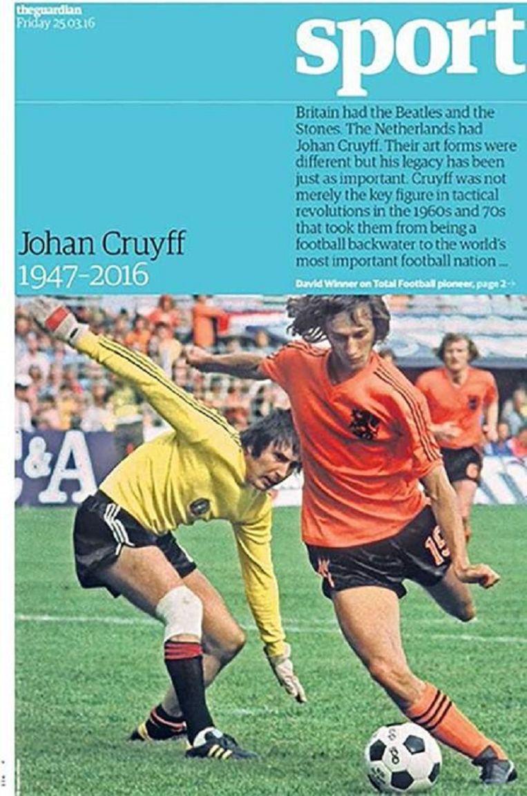 Niet Johan Cruijff maar Rob Rensenbrink staat op de voorpagina van het sportkatern van de Britse krant The Guardian. Beeld The Guardian
