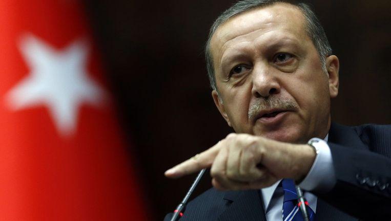 De Turkse premierTayyip Recep Erdogan wil desnoods juridische stappen ondernemen om zijn vroegere bondgenoot uitgeleverd te krijgen.. Beeld reuters