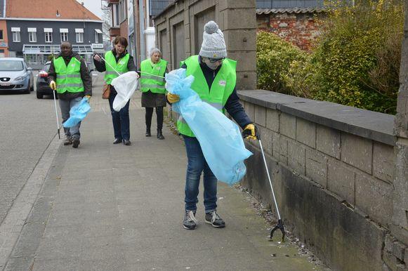 Op zondag 23 juni organiseert de gemeente Liedekerke zijn eerste zwerfvuilactie. Samen met de inwoners wil de gemeente de handen in elkaar slaan om de straten proper te krijgen.