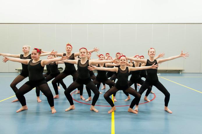 De jeugdselectie van SVOD Dans, olv Donja Kroezen, heeft zich weten te plaatsen voor het NK Dans D-niveau van de KNGU.