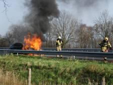 Auto vat vlam op A2 bij Boxtel