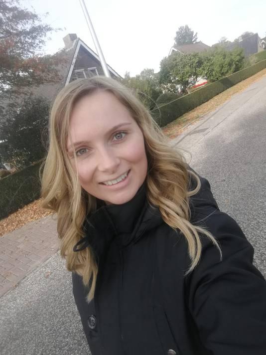 Vera Weiden (23) werkte in de kinderopvang totdat ze besloot vrachtwagenchauffeur te worden.