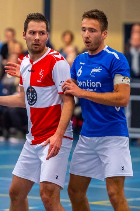 Oost-Arnhem verslaat toekomstig coach, tegenstander krijgt rood voor 'natrappende beweging'