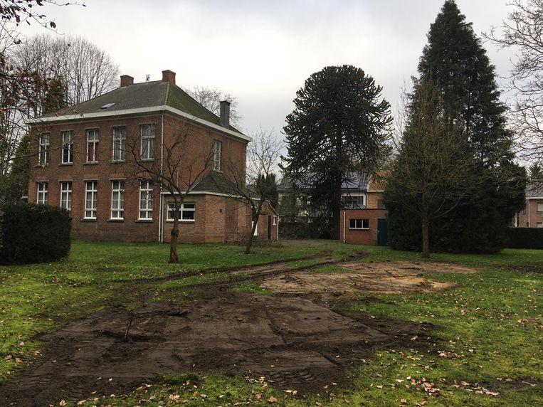 Het gemeentebestuur liet al een aantal fruitbomen verwijderen uit de pastorijtuin, wat kwaad bloed zette bij burgerbeweging OverHal en oppositiepartij h-EERLIJK ZOERSEL.