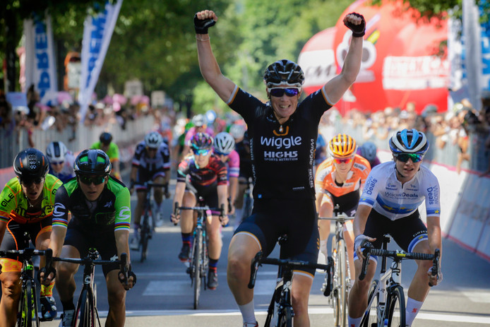 Kirsten Wild wint de tweede etappe van de Giro Rosa.