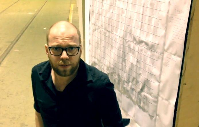 Martijn Neggers voor het overzicht van de 'sonnettenkransenkrans'