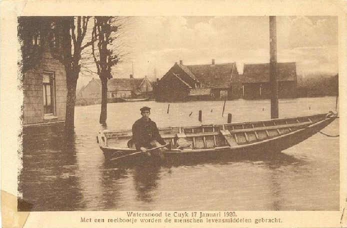 Foto van de watersnood die Cuijk en omgeving trof in 1920.