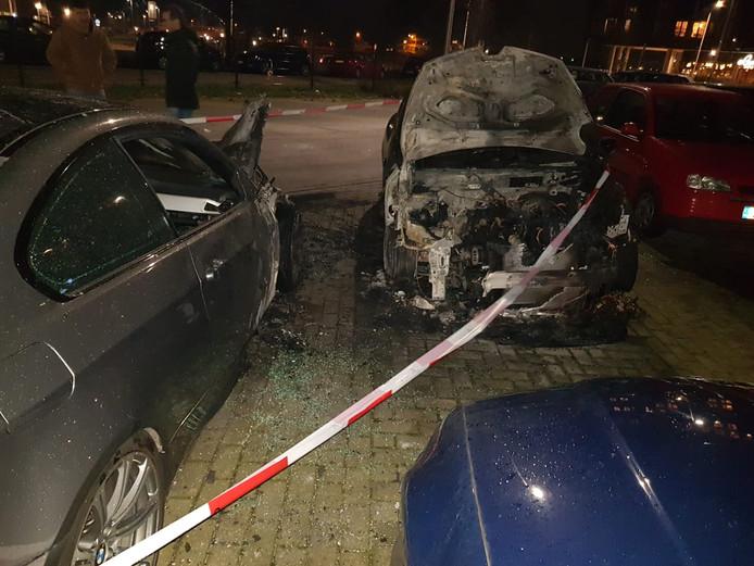 Autobrand op parkeerplaats Oude Stad in Nijmegen.