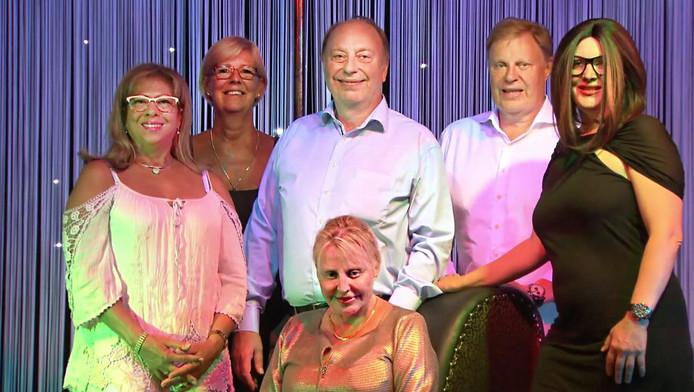 De uitbaters van Club White's, vlnr: Ondina en Diana, Jean-Pierre en Paul Mommaers, Gina en op de stoel zus Christine.