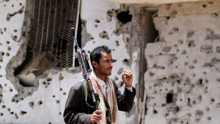 Tribale strijder in Sanaa, Beeld REUTERS