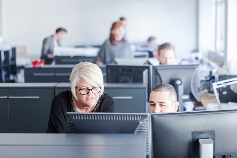 Het gemiddelde loon van een 55-jarige bediende uit de profit is 76,38 procent hoger dan het gemiddelde loon van een 25-jarige bediende. Met andere woorden: voor elke 100 euro die de 25-jarige krijgt, krijgt de 55-jarige 176,38 euro.