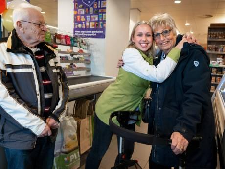 Opgelichte Corrie (76) kan door inzameling laatste keer op vakantie met ernstig zieke man