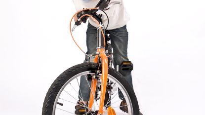 Fietsmonitoren leren kinderen fietsen