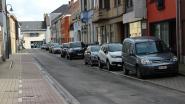 Gemeente leidt geparkeerde bestelwagens uit Molenstraat naar nieuwe parking