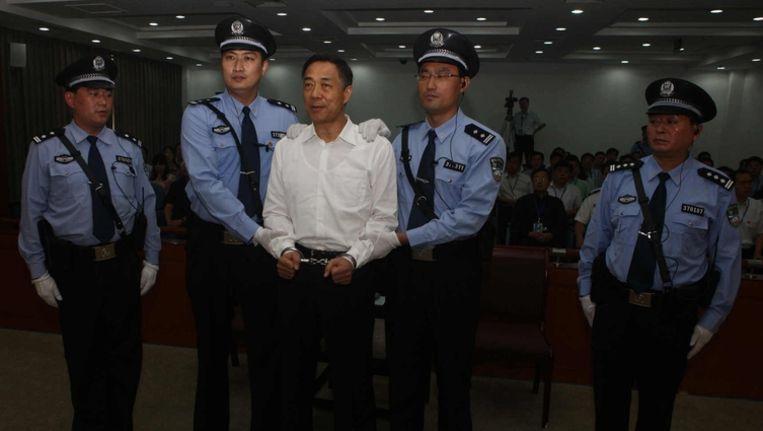 Bo Xilai zondagochtend voor de rechtbank in Jinan. Beeld null