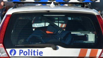 Wapenarsenaal aangetroffen bij vrouw die in eigen teen schoot