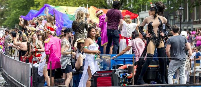In de Amsterdamse GayPride varen in 2016 ook een Tilburgse en Bossche boot mee.