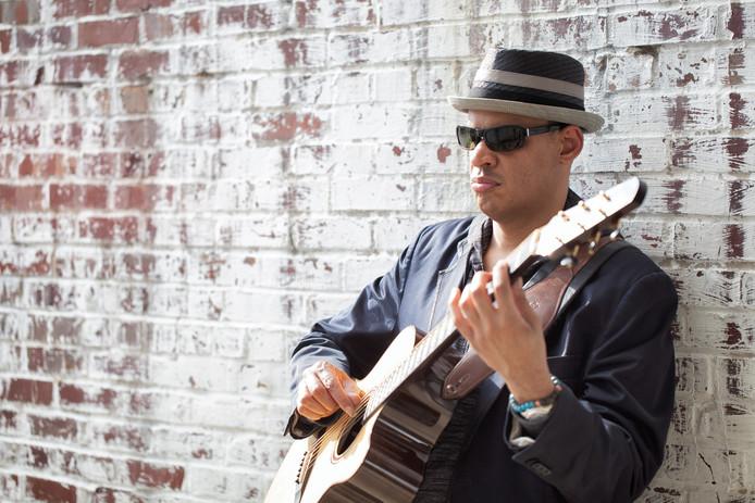 Raul Midón speelt op 18 april in Harderwijk, de Amerikaan is dit jaar genomineerd voor een Grammy Award als beste jazz-zanger.