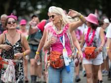 Duizenden roze Hawaïslingers voor Wijchens Vierdaagsepubliek