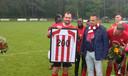 Doelpuntenmachine Wesley Mortier , hier gehuldigd voor 200 goals bij Eendracht, SC Westervoort, SML, DVV, WAVV en Arnhemse Boys, verruilt Arnhemse Boys voor WAVV in Wageningen.
