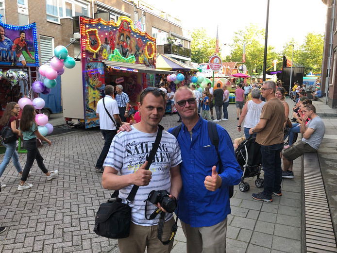 Kermisliefhebbers Arjen van der Laag (links) en Sierik Willekes zijn speciaal voor de kermis vanuit Drachten gekomen.