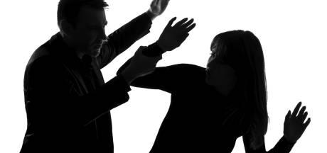 Man mishandelt vrouw (52) in Bossche flat