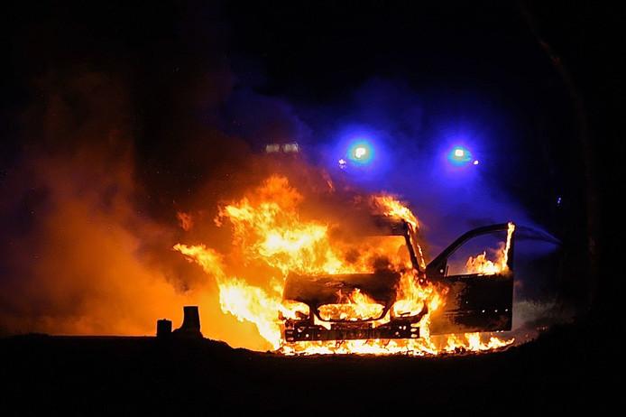 De brandende auto in Geesteren.