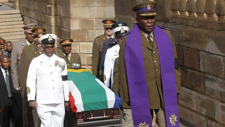 De stoet met het stoffelijk overschot van Nelson Mandela. Beeld epa