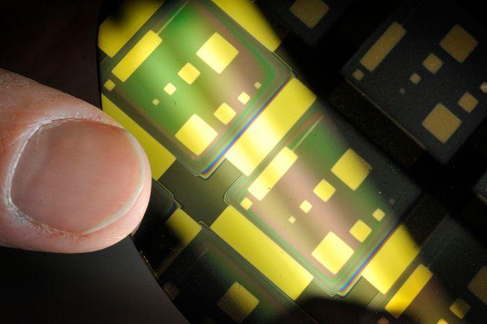 Een prototype van een chip met nanotechnologie.