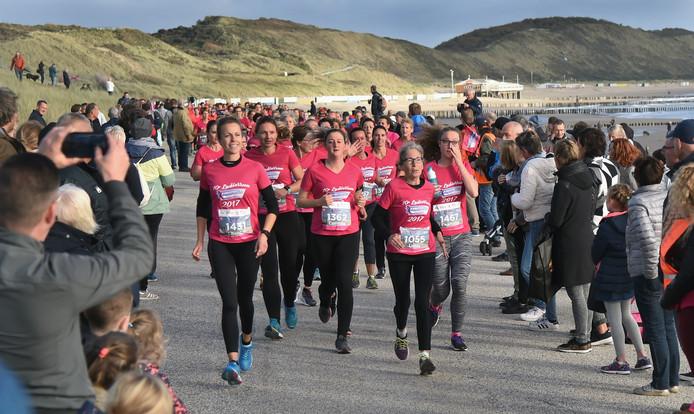 Roze was vrijdagavond natuurlijk weer de dominante kleur bij de Ladiesrun.