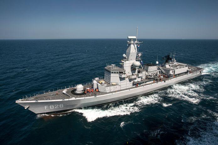 Het Nederlandse fregat Zr.Ms. Van Speijk hielp mee met de zoekactie naar de vrouw.