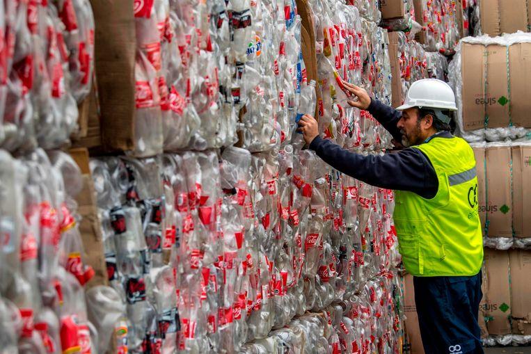 Recycling van plastic flessen in Chili. Beeld AFP