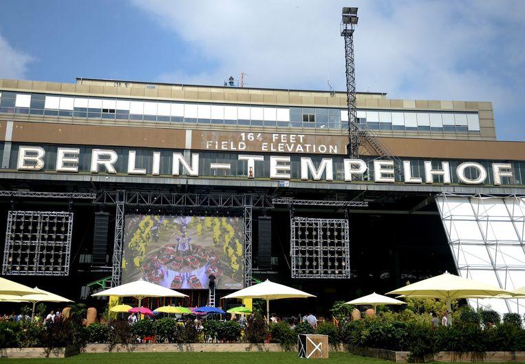 In de voormalige luchthaven Tempelhof werd afgelopen maand tijdens de Berlijnse Fashion Week een modebeurs georganiseerd. Beeld epa