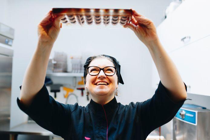 """La chocolatière liégeoise, Mélanie Lemmens, se lance dans le """"bean to bar""""."""