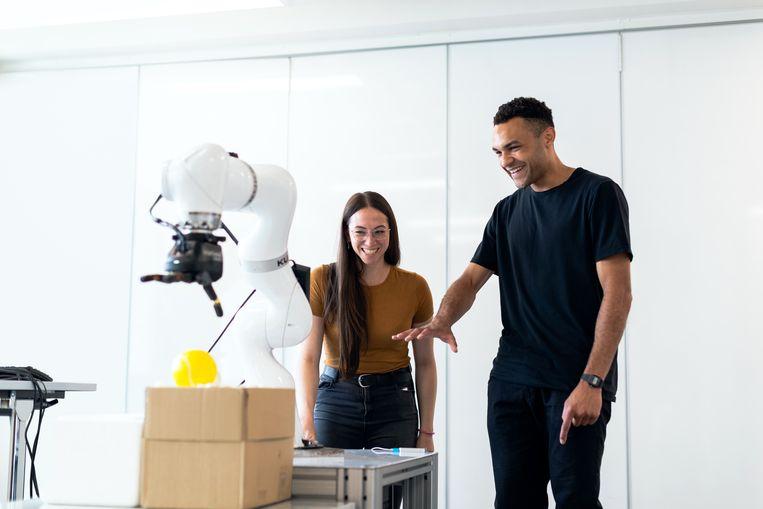 Ingenieurs aan de slag met medische robotica-apparatuur