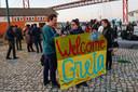 Klimaatactivisten wachten Greta op in de haven van Lissabon.