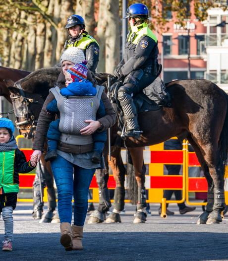 Spitsroeden lopen tussen kinderfeest en protest bij Bossche intocht Sinterklaas