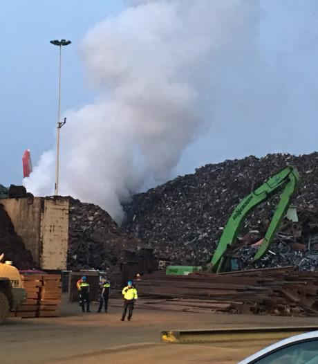 NL-Alert na grote brand Botlek: rook opgetrokken en brand geblust