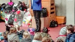 500 kinderen geven eigen speelgoed weg aan vluchtelingenorganisatie VLOS