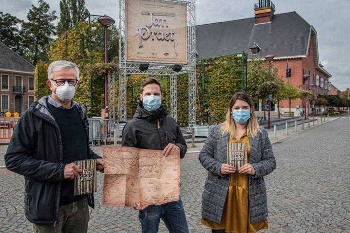 Schepen Withofs, ontwerper van de campagne Peter D'hollander van Studio Huxley en Sabrina Ioan van de dienst Lokale Economie stellen de stickeractie voor.