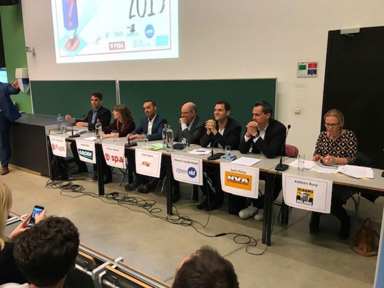 Beeld van het verkiezingsdebat in Leuven georganiseerd door de jongerenafdelingen van alle Leuvense partijen.