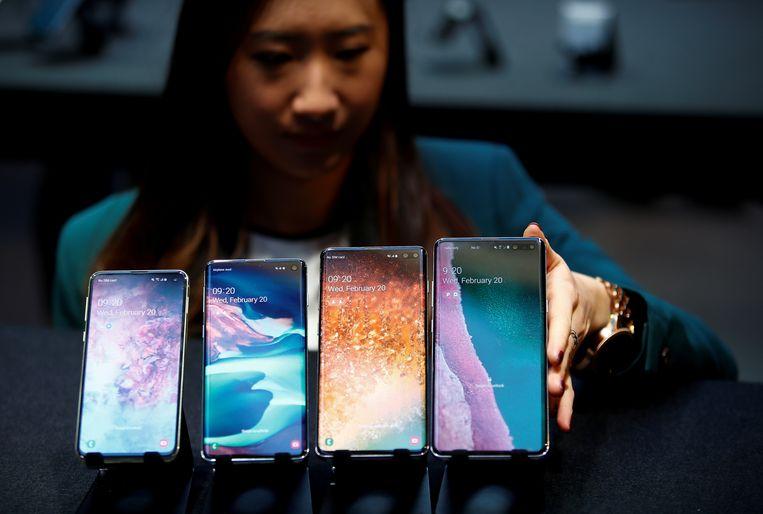 De Samsung Galaxy S10e, S10, S10+ en de Samsung Galaxy S10 5G (die niet in België verkrijgbaar is) op een rij.