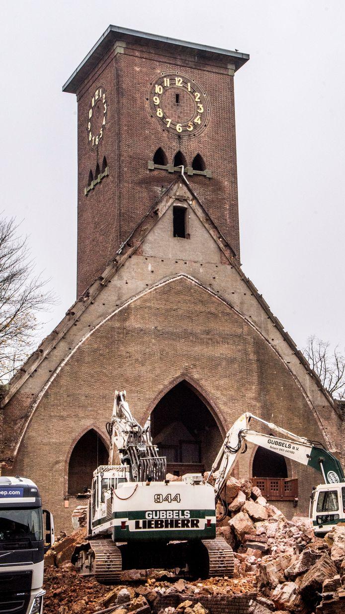 De sloop van de Sacramentskerk in Tilburg.