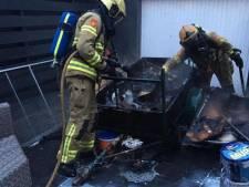 Brandweer rukt uit voor brand door broei in poetsdoeken in Eerbeek