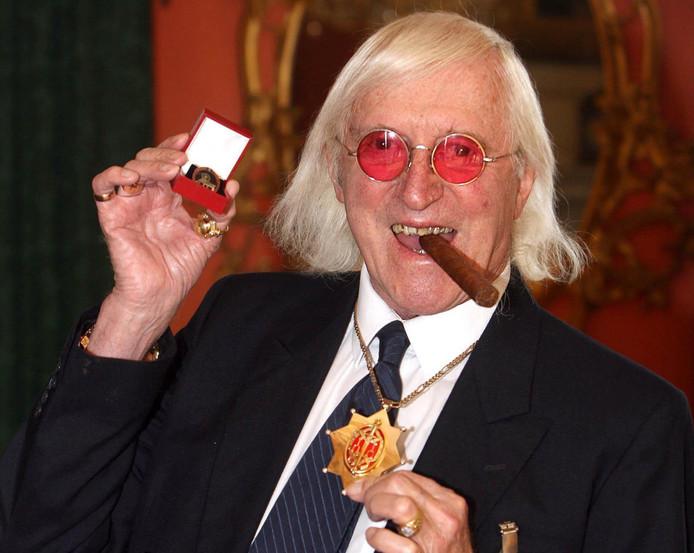 Savile was als bekende BBC-presentator een graag geziene gast op scholen en in ziekenhuizen.