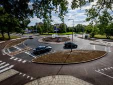 Almelo pakt 'gevaarlijkste rotonde van Nederland' aan; kwetsbare jonge fietser nu beter zichtbaar