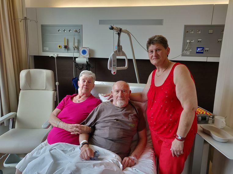 Georges Moortgat met zijn vrouw Jeannine en dochter Patricia in het Onze-Lieve-Vrouwziekenhuis in Aalst.