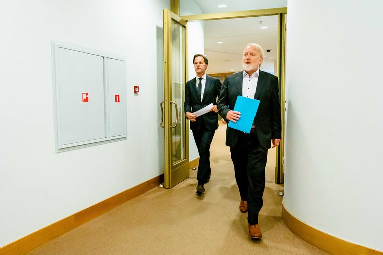 Premier Mark Rutte en Jaap van Dissel (RIVM) tijdens een persconferentie na afloop van een overleg met de Ministeriële Commissie Crisisbeheersing (MCCb ). Beeld ANP