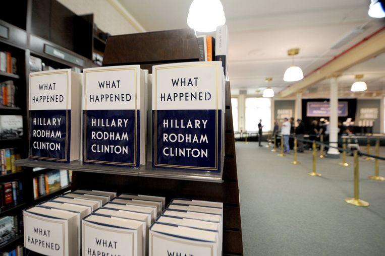 Hillary Clintons nieuwe boek staat klaar in boekenwinkel Barnes & Noble op Union Square in New York, waar ze later zal komen signeren