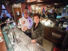 'Verborgen horeca-pareltje' sluit de deuren: Henk en Yvonne van Genesen stoppen met café Zwart Schaap
